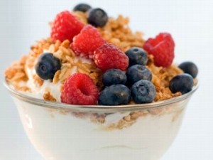 nm_yogurt_granola_fruit_08123_mn
